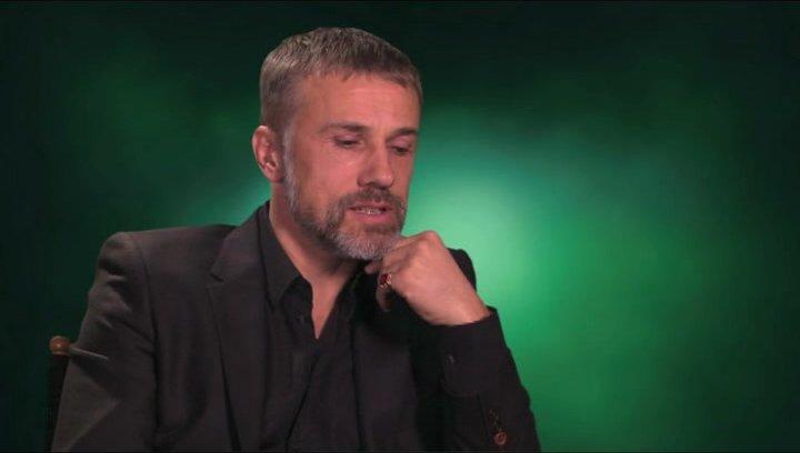 Christoph Waltz über die Beziehung seiner Figur zu Britt Reid - OV-Interview Poster
