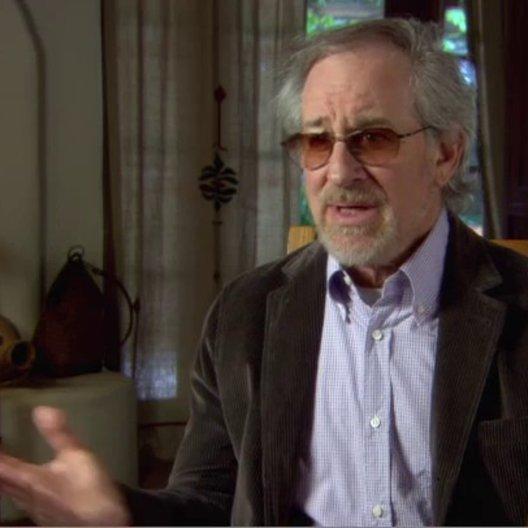 Steven Spielberg - Executive Producer - über Jon Favreau - OV-Interview Poster