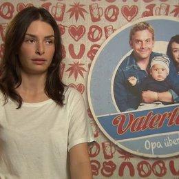 Sarah Horvath -Dina- darüber warum sie Dina unbedingt spielen wollte - Interview Poster