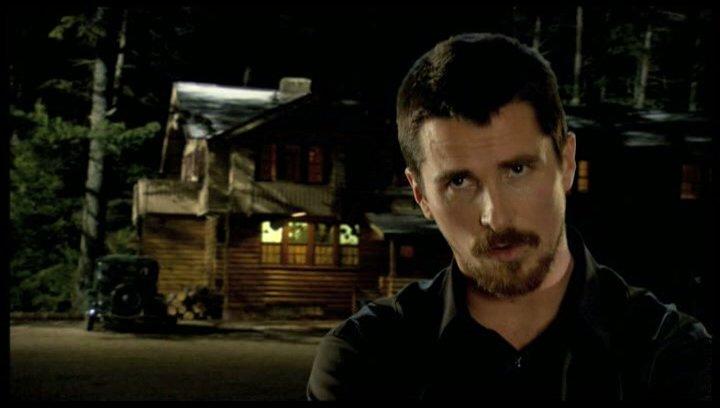 Christian Bale über die Wirkung auf Purvis - OV-Interview Poster