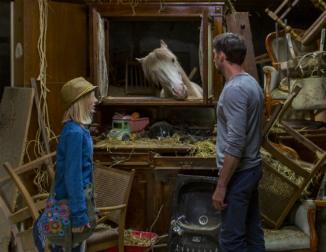 Wendy versteht ihr Pferd ohne Worte: Kopf schräg stellen und lieb schauen heißt: Mehr Hafer bitte! © Sony Pictures