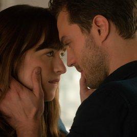 """Kinocharts: """"Fifty Shades of Grey 2"""" legt heißen Start hin"""
