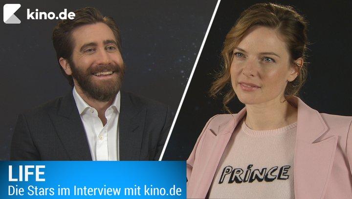 Life_Jake_Gyllenhaal_Rebecca_Ferguson_Interview Poster