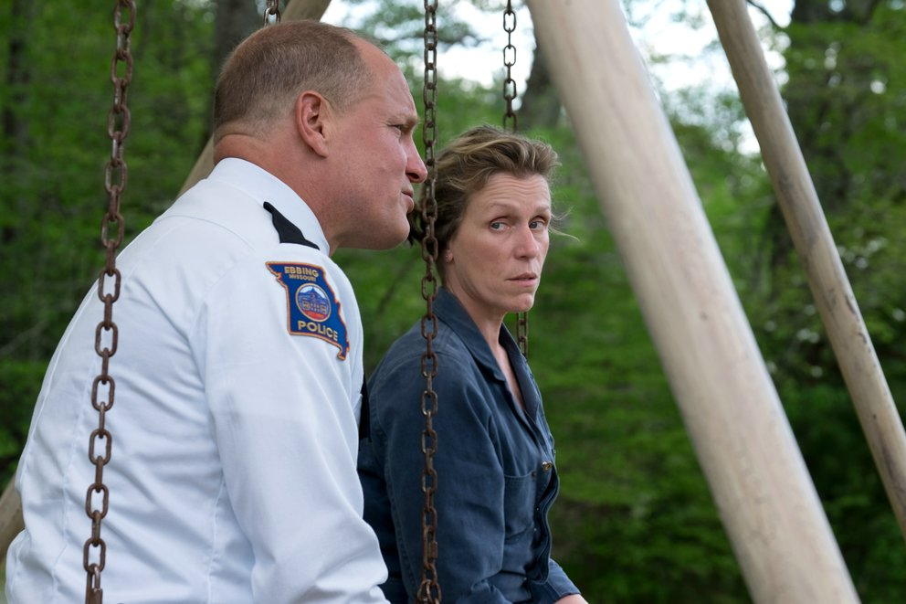 "Frances McDormand und Woody Harrelson in einem Szenenbild aus ""Three Billboards Outside Ebbing, Missouri"" © Twentieth Century Fox"