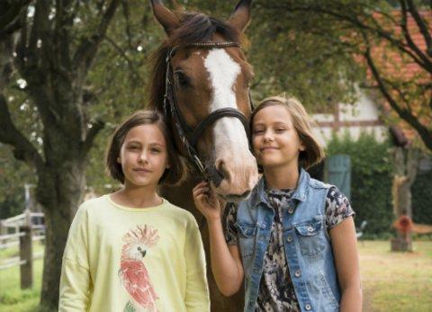 """Die Zwillinge """"Hanni und Nanni"""" in der neuen Verfilmung des Kinderbuchklassikers von Enid Blyton © Universal"""