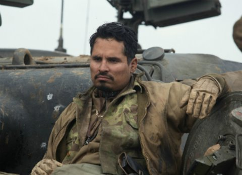 """Michael Peña in dem Kriegsfilm """"Herz aus Stahl"""" © Sony Pictures"""
