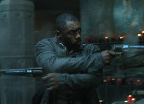 """Idris Elba ist der Revolverheld Roland Deschaines in """"Der dunkle Turm"""" © Sony"""