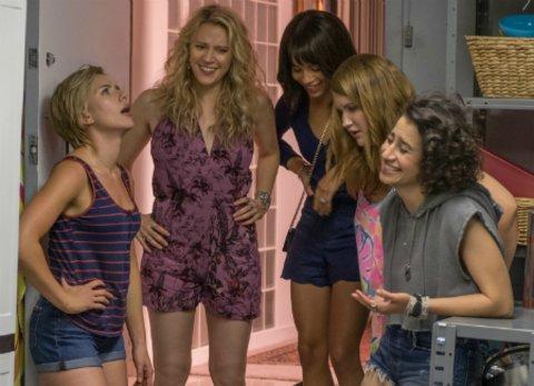 "Scarlett Johansson, Kate McKinnon, Zoë Kravitz, Jillian Bell und Ilana Glazer in ""Girls' Night Out"" © Sony"