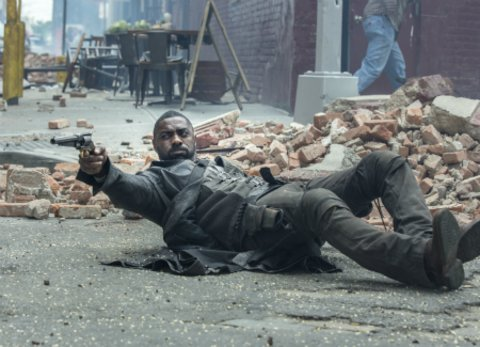 """Idris Elba als Revolverheld in der Stephen King-Verfilmung """"Der dunkle Turm"""" © Sony"""