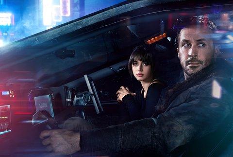 "Ryan Gosling und Ana De Armas in ""Blade Runner 2049"" © Sony"