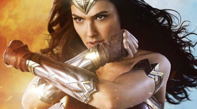 """""""Wonder Woman"""": Kritiker überschlagen sich mit Lob für neuen DC-Film Poster"""