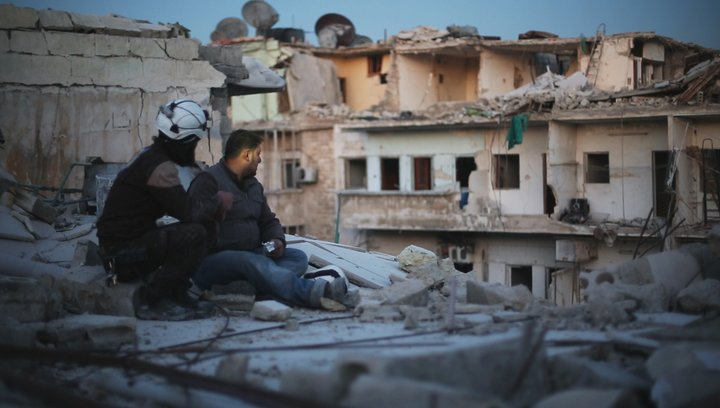 Die letzten Männer von Aleppo - Trailer Deutsch Poster