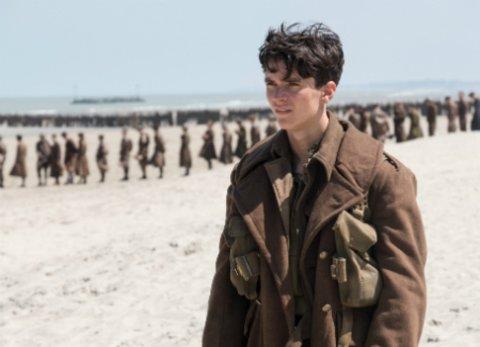 """Fionn Whitehead in dem Zweiter Weltkriegs-Spektakel """"Dunkirk"""" von Christopher Nolan © Warner"""