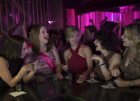 "Scarlett Johansson, Kate McKinnon, Zoë Kravitz, Ilana Glazer und Jillian Bell in ""Girls' Night Out"" © Sony"