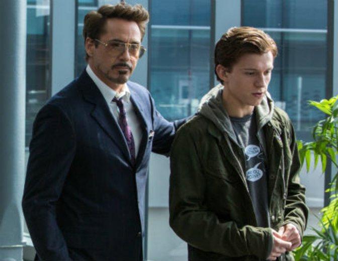 Was, wenn Spidey den Laden mal übernehmen muss? Tony Stark berät Peter Parker © Sony/Disney/Marvel