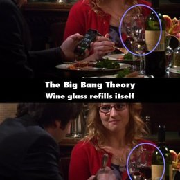 """The Big Bang Theory - """"The Big Bang Theory"""": 10 Fehler, die uns noch nie aufgefallen sind (#8) Poster"""