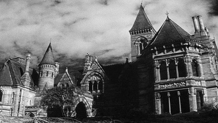 Shining - Realer Horror: Diese 9 Filmkulissen könnt ihr wirklich besuchen (#9) Poster