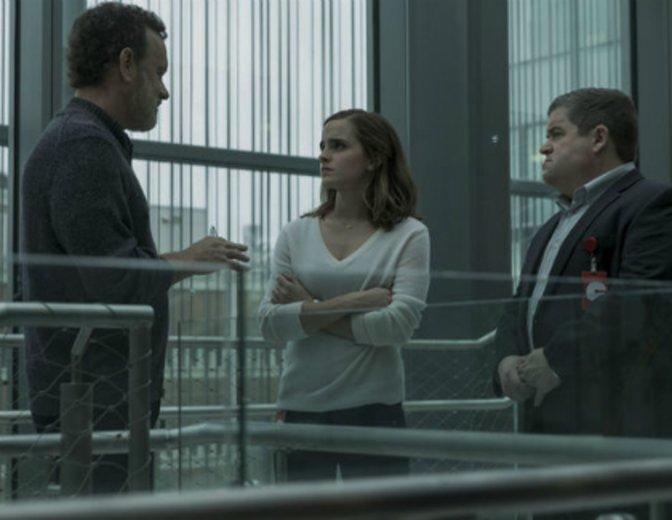 """Tom Hanks, emma Watson und Patton Oswald in einer Szene aus dem Thriller """"The Circle"""""""