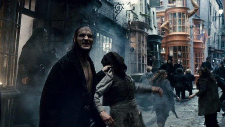 """Harry Potter und die Heiligtümer des Todes Teil 1 - """"Harry Potter"""": Diese 16 Stars aus den Filmen sind bereits verstorben (#8) Poster"""