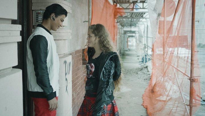 Einsamkeit und Sex und Mitleid - Trailer Deutsch Poster
