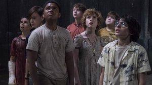 """""""Es 2"""": In neuen Set-Bildern jagt Pennywise den Losern Angst ein"""