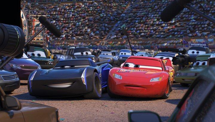 Cars 3: Evolution - Trailer Deutsch Poster