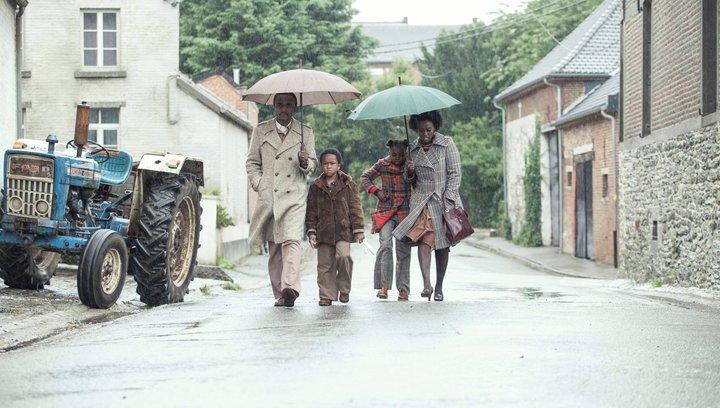 Ein Dorf sieht schwarz - Trailer Poster