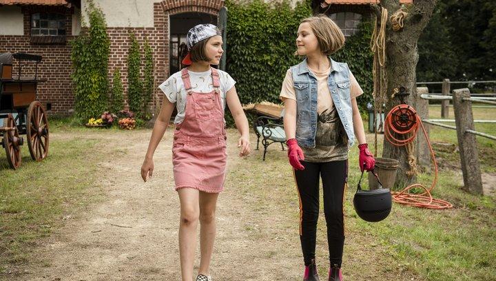 Hanni & Nanni - Mehr als nur beste Freunde - Trailer Poster