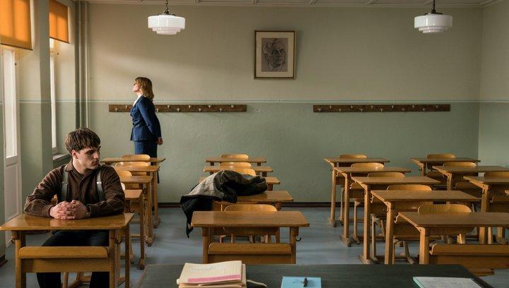Das schweigende Klassenzimmer - Trailer Deutsch Poster