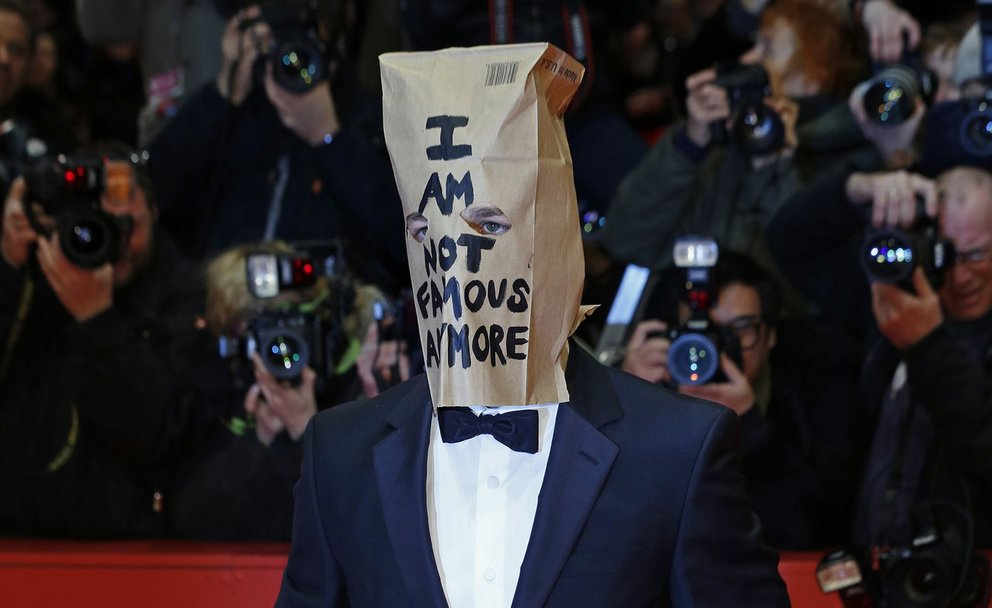 Shia LaBeouf Berlinale 2014 Papiertüte I Am Not Famous Anymore