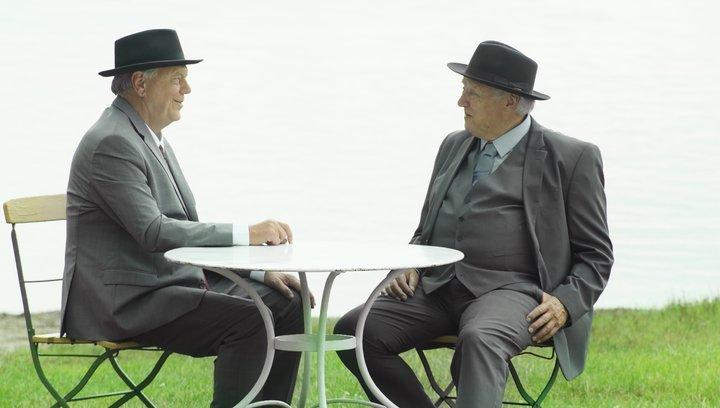 Zwei Herren im Anzug - Trailer Poster