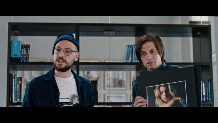 Marko bemüht sich um einen Auftrag - Szene Poster
