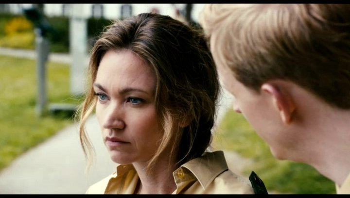 Maria spekuliert mit ihrem Kollegen Franz über einen möglichen Täter - Szene Poster